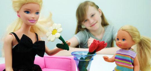 Барби играем с цветами